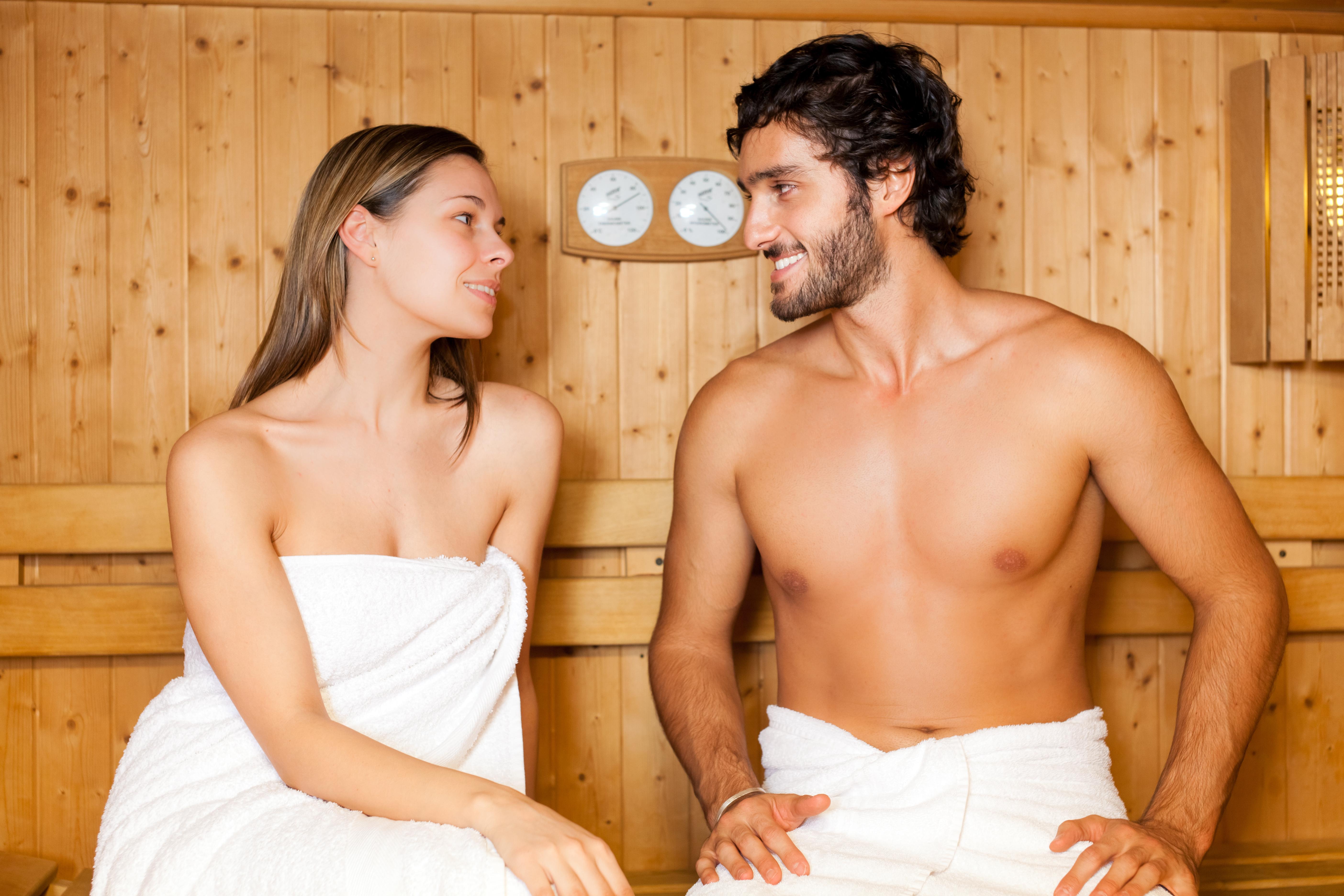 Фото парень с девушками в бане про трахать